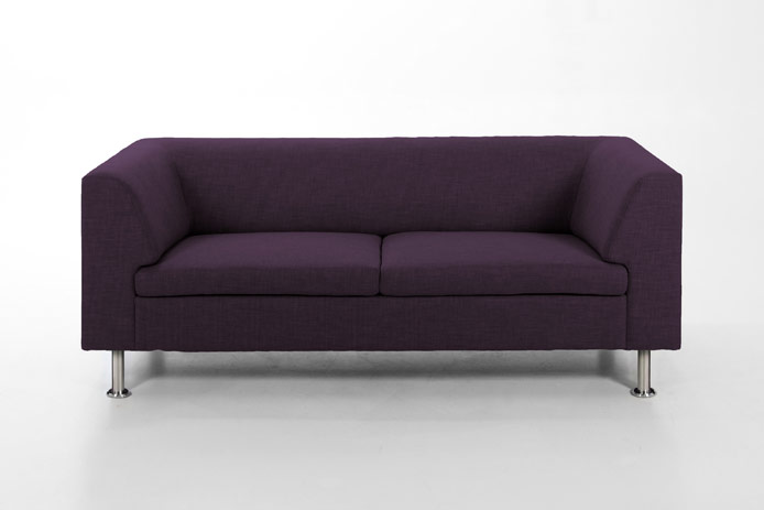 Sof tres plazas color p rpura outlet de muebles for Sillones de 3 plazas baratos